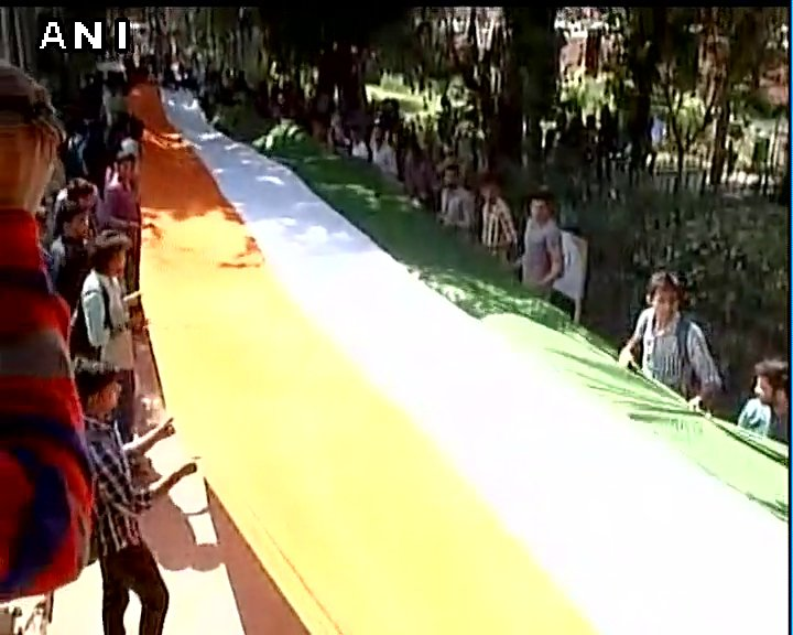 Delhi University Students Union's Tiranga March led by ABVP underway at North Campus #RamjasCollege