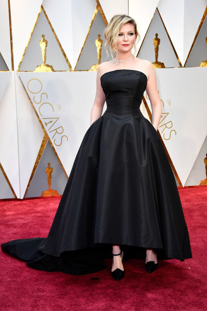 Kirsten dunst wore a #dior haute couture black bustier gown to the ...