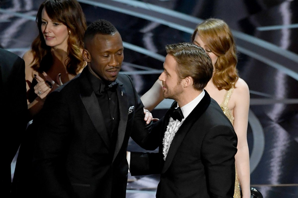 #Oscars wins by movie — La La Land 6 Moonlight 3 Hacksaw Ridge 2 Manchester by the Sea 2