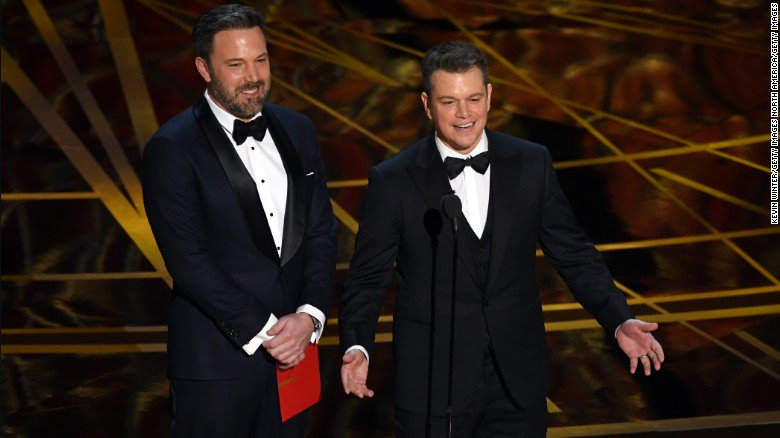 Jimmy Kimmel really enjoyed dissing Matt Damon at the #Oscars