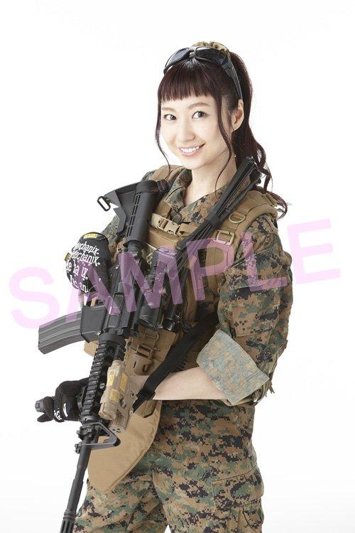 【掲載情報】本日発売の「月刊アームズマガジン」4月号にて、アスナ役の戸松遥さんが初めてミリタリー姿に挑戦し、表紙を飾りま