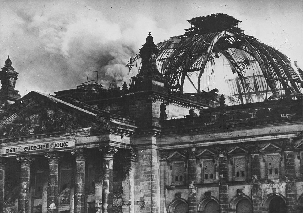 the burning of reichstag building Benjamin carter hett teaches at hunter college, cuny, and is the author of burning the reichstag: an investigation into the third reich's enduring mystery image via wiki commons shortly after nine o'clock on the evening of february 27, 1933, the reichstag building in berlin started to burn by.