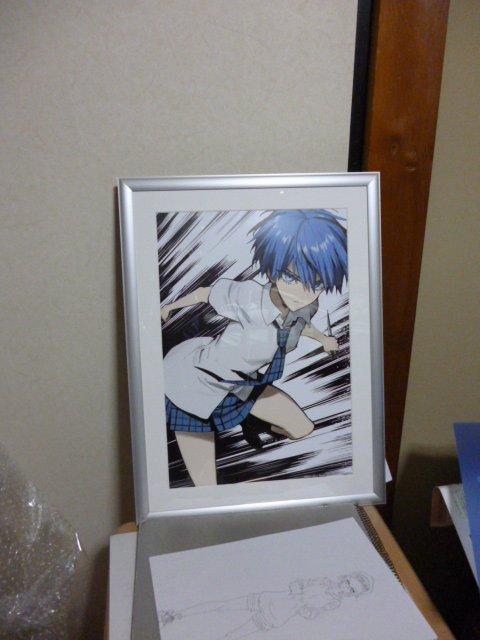 そしていよいよおまちかねのイラスト。ポスターのための描きおろしの兎角さん。とてもかっこいいです!枠はシルバーフレームで光