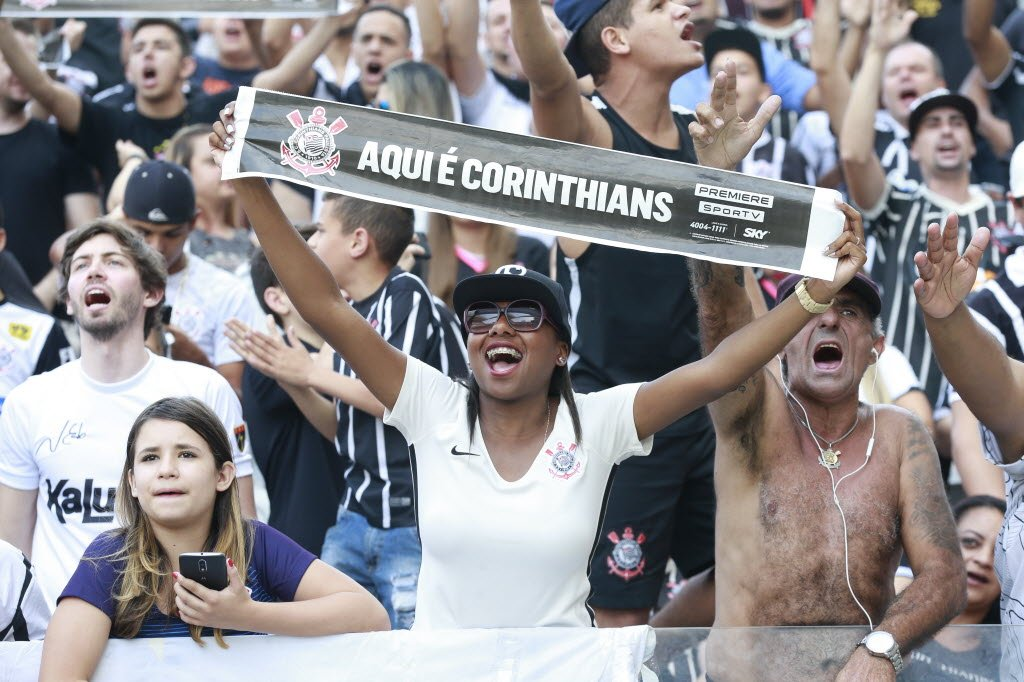 Torcida corintiana em São Paulo equivale à soma de fãs de times rivais, diz Datafolha