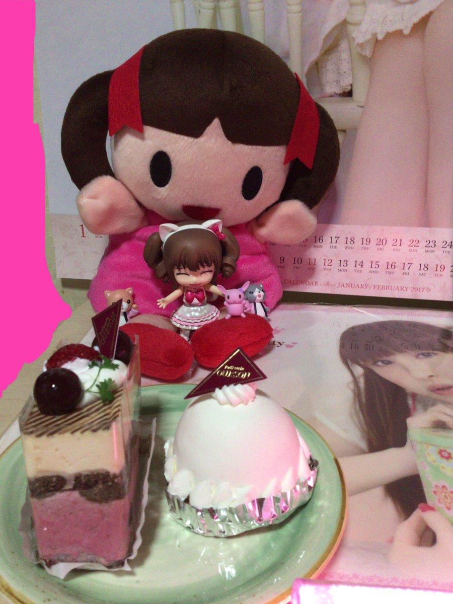 お祝いのケーキはSHIROBAKOに登場したウルソンで購入しました。SHIROBAKOにはゆかりんが超売れっ子声優役でゲ