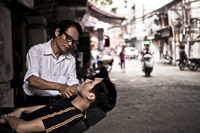 @Flickr: Street Barber - Photo by Victor Borst, shared in the Flickr Social group https://t.co/upsUFFiaI2