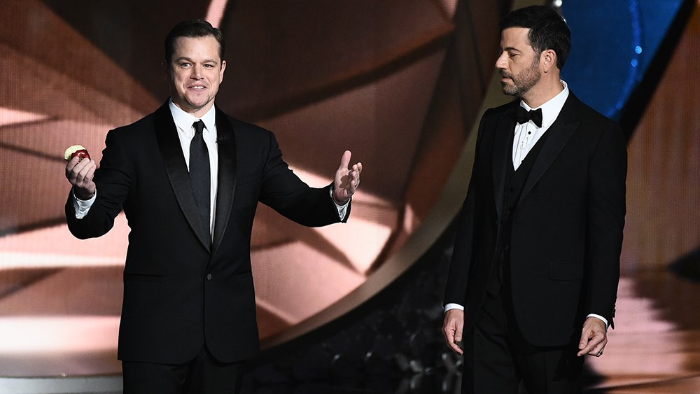 .@jimmykimmel and Matt Damon make up at Vanity Fair Oscars party