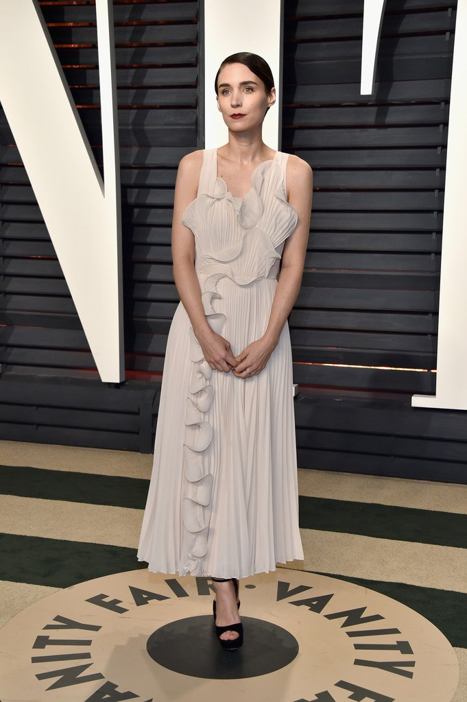 Rooney Mara Wore A Custom H M Conscious Midi Dress To The 2017