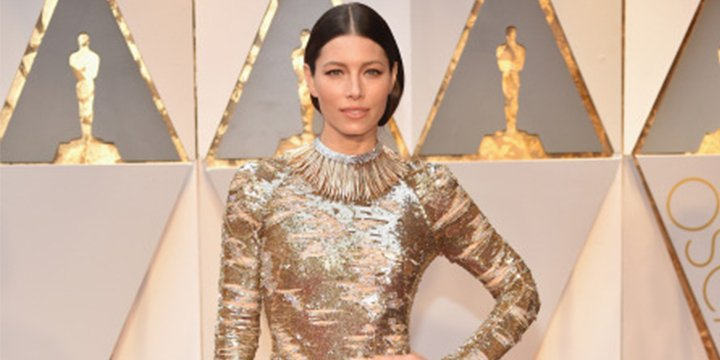 Watch the workout Jessica Biel squeezed in before the