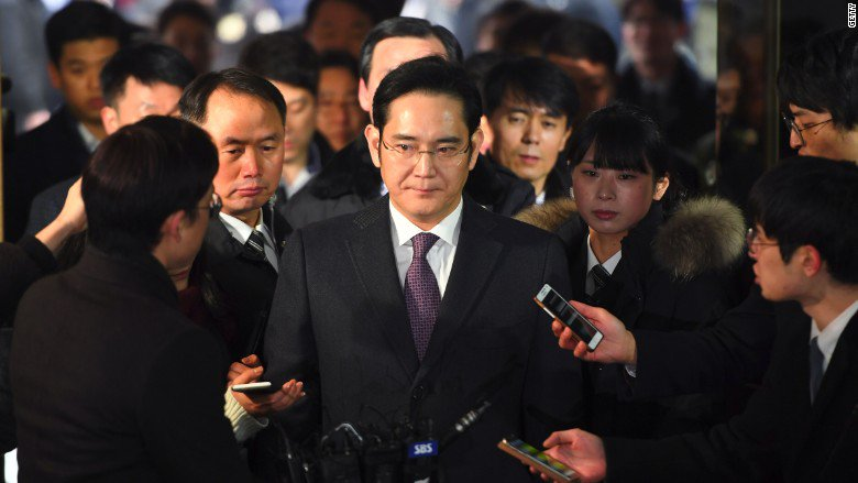 South Korea prosecutors say they will indict Samsung's heir on bribery and other charges
