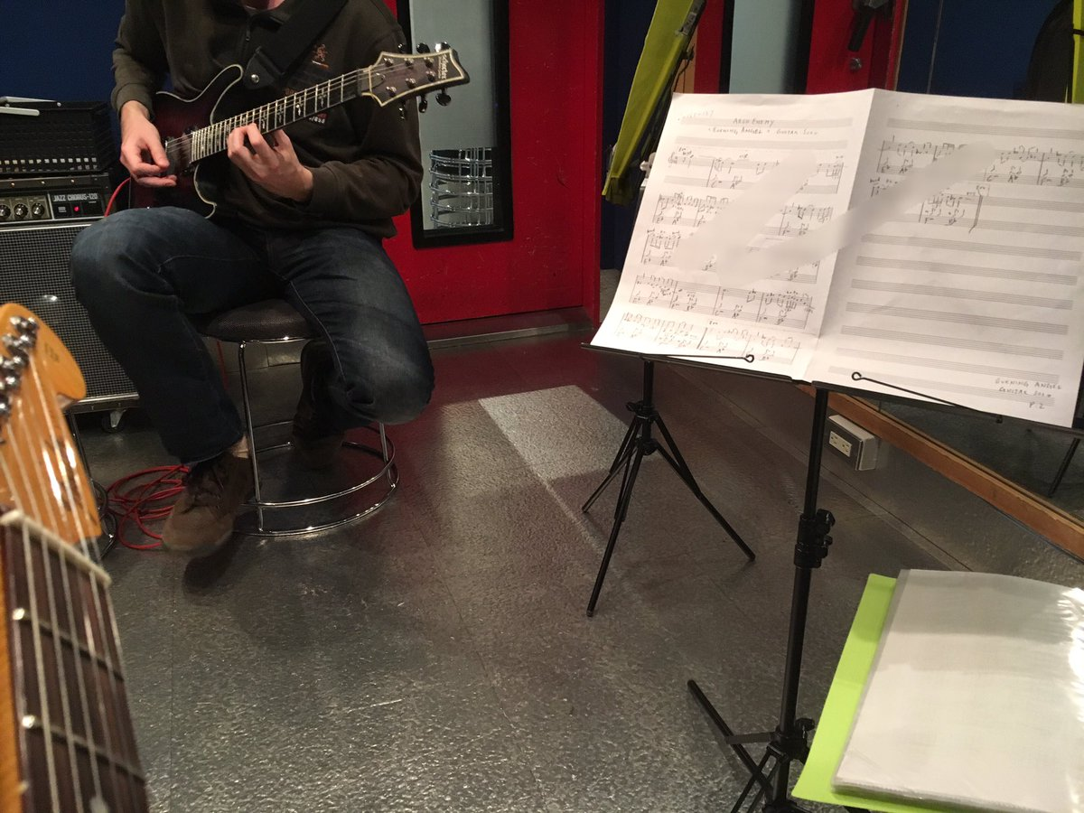 生徒さん、Arch Enemyのギターソロを頑張っております。My student is working on Arch
