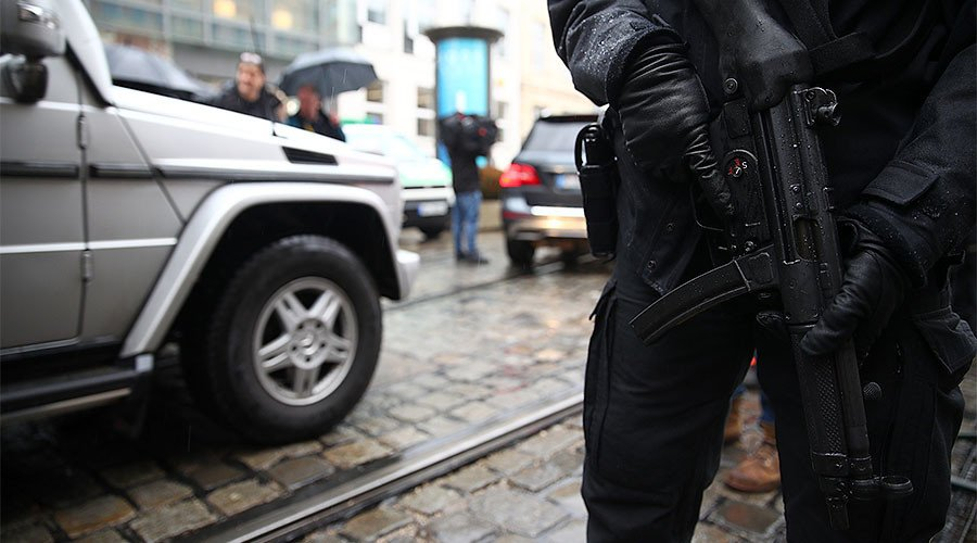 #Hamburg police storm #refugee center after knife-wielding suspect takes #hostage