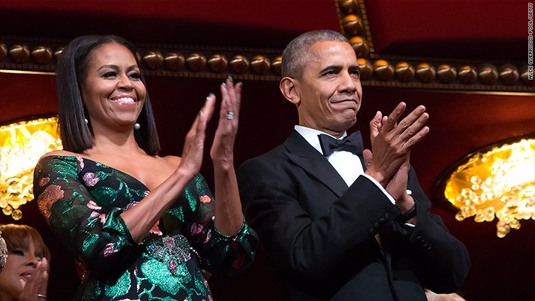 Barack and Michelle Obama are about to sell their memoirs for a record sum of money.