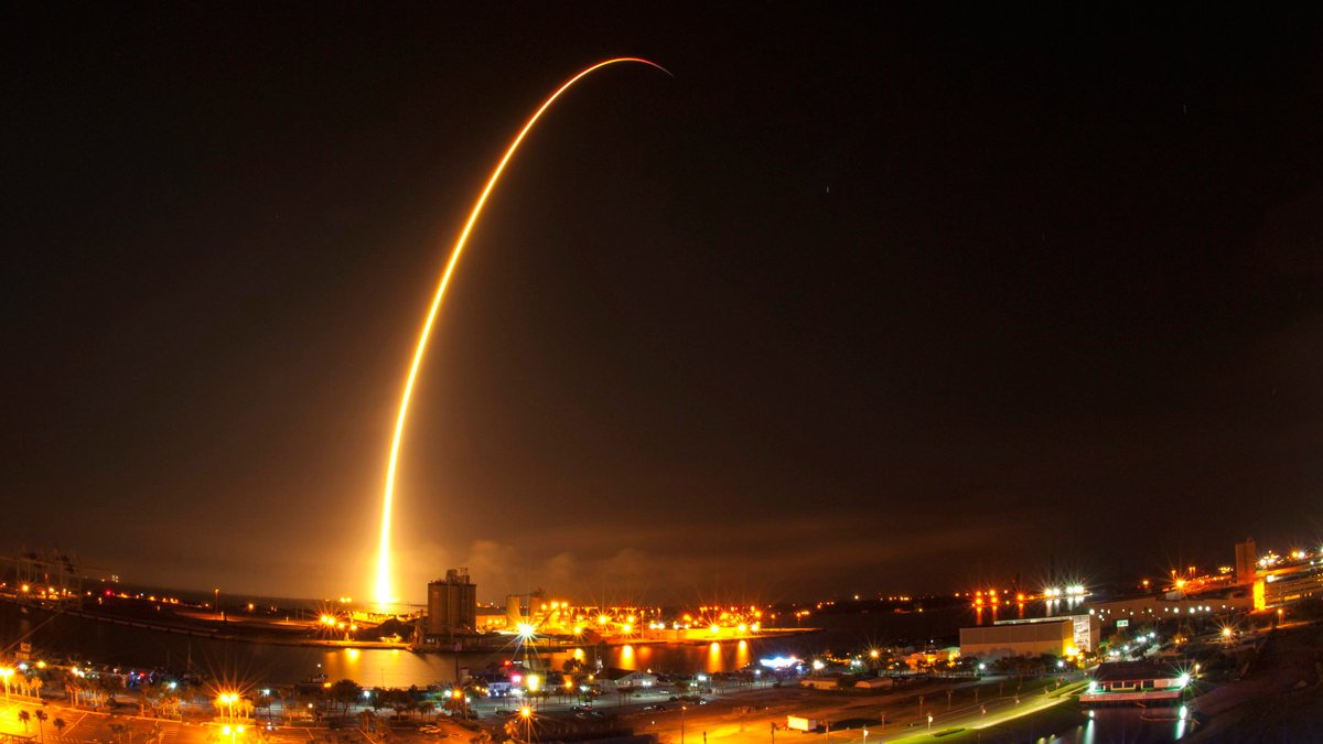 NASA praises SpaceX for 'reaching higher' with plan to send tourists on lunar orbit mission