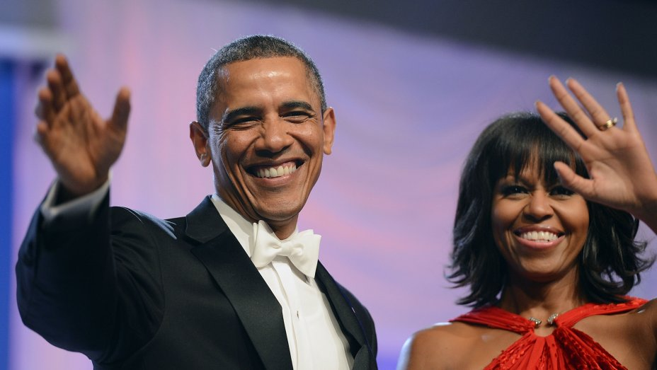 Barack and Michelle Obama sign book deals