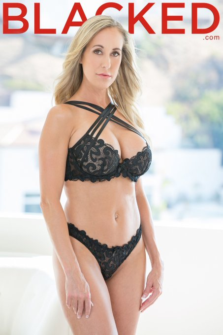 Showing mad ♥️ on this #MILFMonday to one of our faves, @Brandi_Love! 💋 https://t.co/kD7A2VdQBo