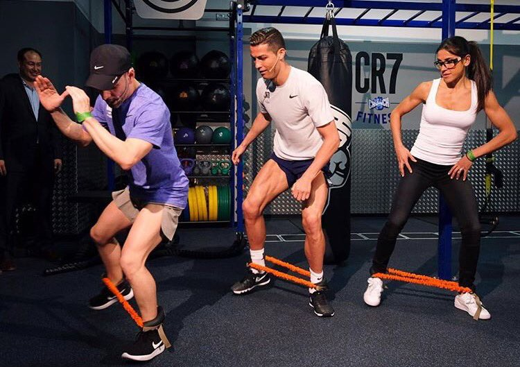 Had a lot of fun today at the grand opening of the CR7 Crunch Fitness at Ciudad Lineal���� https://t.co/MHGunJjWWa