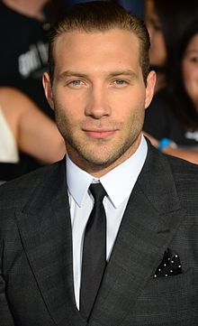 [MOMENT] Jai Courtney, salah satu pemain di film Terminator ultah ke-30. Happy birthday