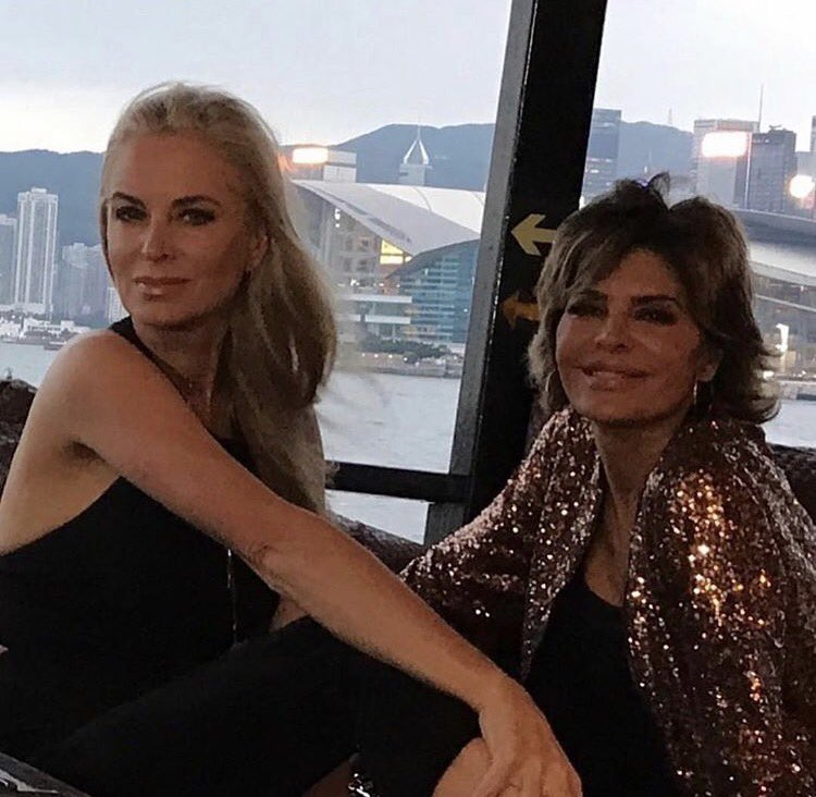 Couple of chicks hanging out in Hong Kong on a Junk Boat. Tonight on #RHOBH ❤@eileen_davidson @Bravotv https://t.co/MjKVUFTPR4