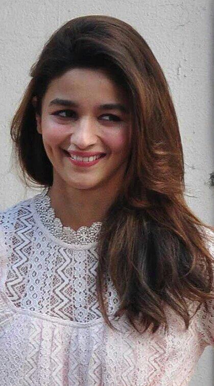I love her dimples when she smiles             HAPPY BIRTHDAY ALIA BHATT