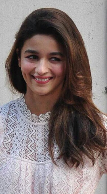 I love her dimples when she smiles             HAPPY BIRTHDAY ALIA BHATT