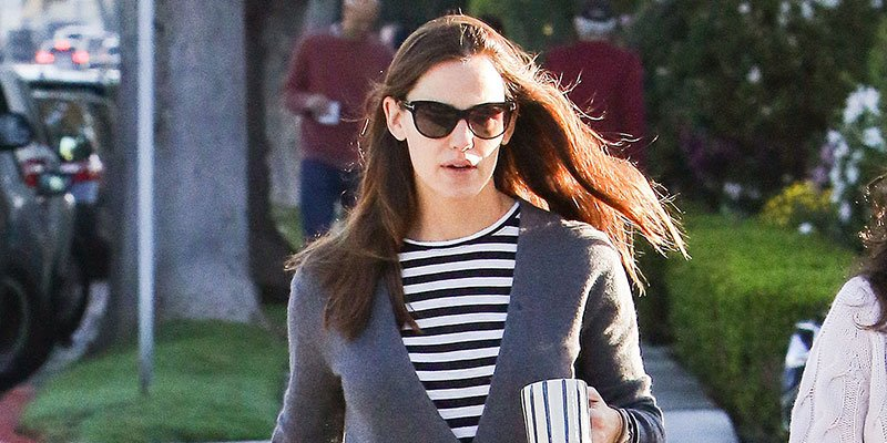 Jennifer Garner spotted out as Ben Affleck announces rehab stint