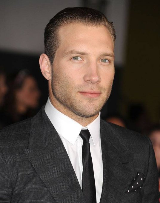 Happy birthday to jai courtney!!