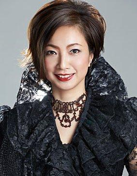 今週末土曜日、宝塚歌劇ファンの方はイーアス1Fセンターコートへ!!13:00・15:00の2回講演です^ ^元男役トップ