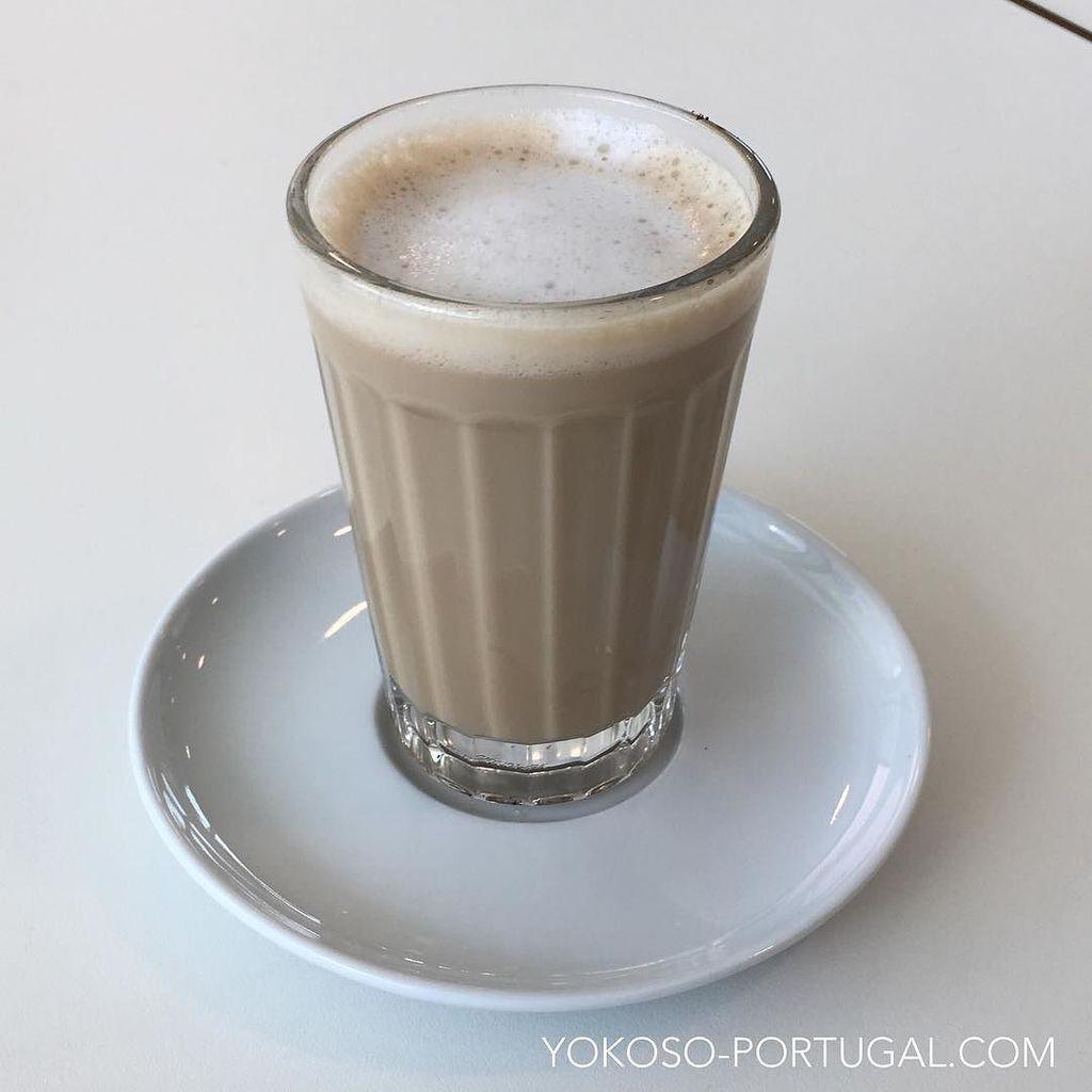 test ツイッターメディア - ポルトガル版のカフェオレ、ガラオン。いつもコップに入って出てきます。 #ポルトガル https://t.co/tysNpeu7hx