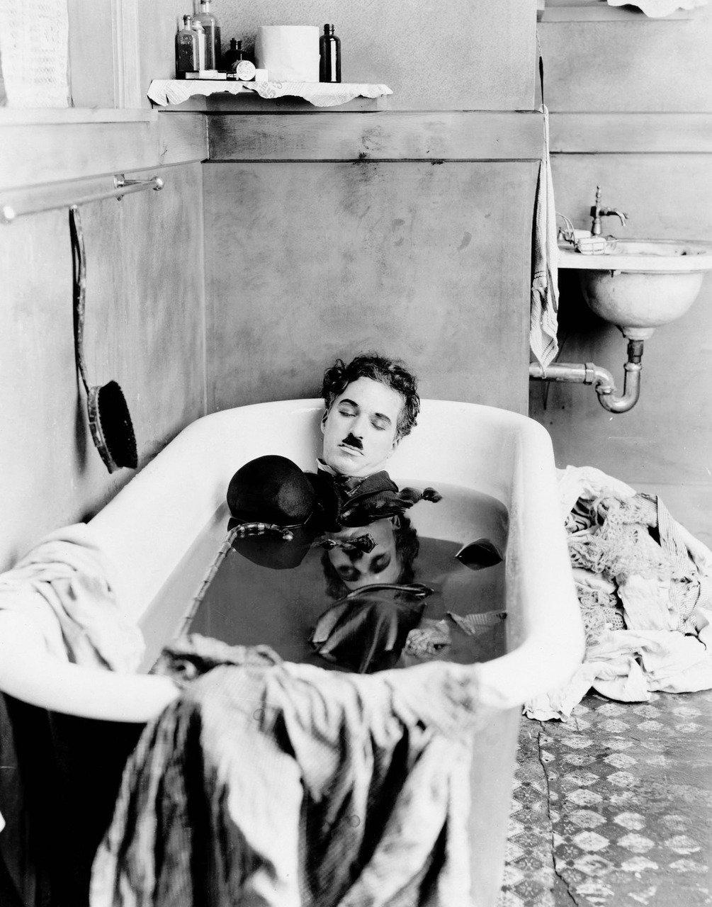 "Charles Chaplin en ""Pay day"", 1922 https://t.co/lHdAp1pBhz"