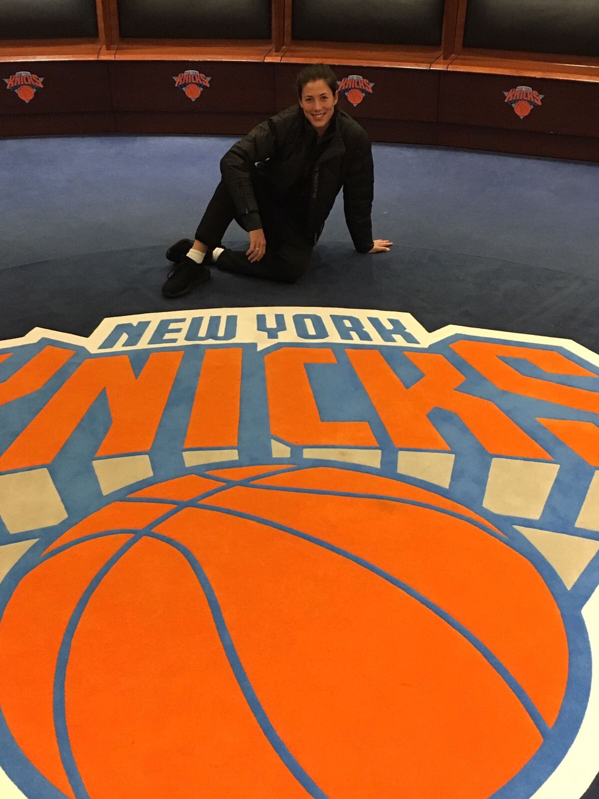 �� ⛹️ @nyknicks hanging in your locker!   ��En el vestuario de los @nyknicks   @NBA @TheGarden #WorldTennisDay https://t.co/OyQu3RFKlC