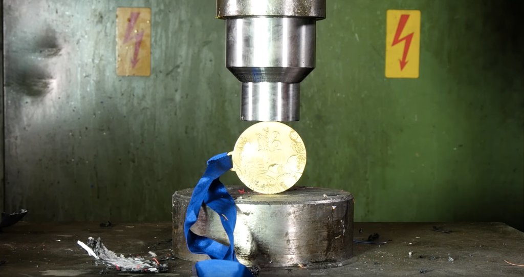 The Hydraulic Press goes for the gold. �� https://t.co/NhEmjcKe31 https://t.co/fCM7fQBWGv
