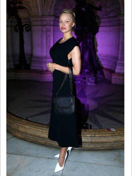 .@stellamccartney #fashionweek #paris #crueltyfree #vegan    I ❤ #stella https://t.co/MO1KIRR5Py