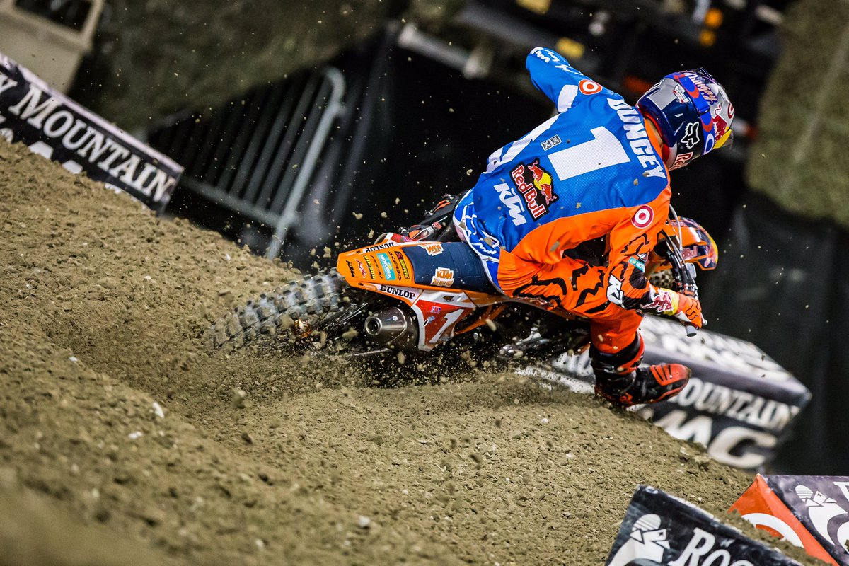 RT @SupercrossLIVE: That feeling when you lean into the rut and pin it ✊ #TurnTuesday #SXonFOX https://t.co/BmnRnkr7fg