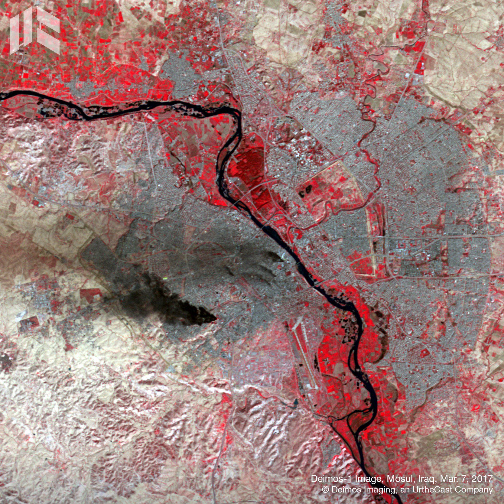 #DEIMOS1 captured smoke over #Mosul earlier today (March 7), as Iraqi troops push towards the heart of the city. #MosulOffensive #MosulOps https://t.co/NSc7B8Z3Td