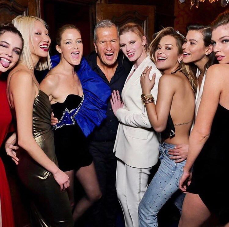 Here come the girls........and @mariotestino ❤️ U ???????? #PFW https://t.co/pPqbHXHxAV