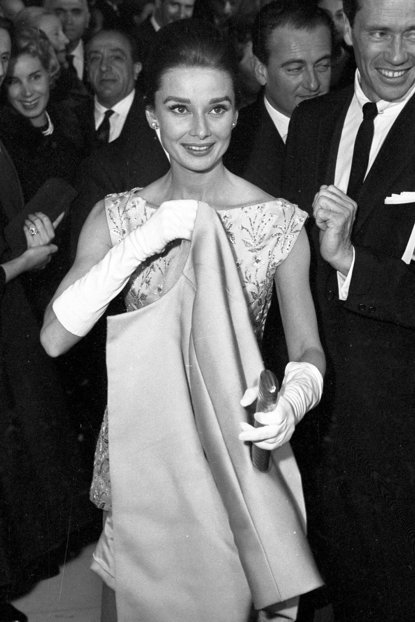 Audrey Hepburn and Mel Ferrer photographed at The Nun's Story premiere, Rome, 1959 https://t.co/gGKrZOJqkg
