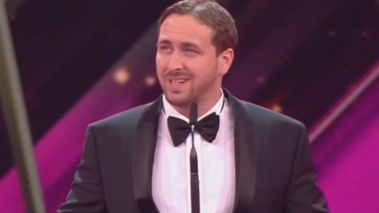"Ryan Gosling impersonator accepts ""La La Land"" trophy at German awards show"