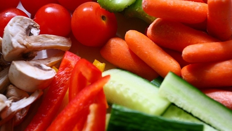 Diet rich in plants, low in processed meats may help fight cancer