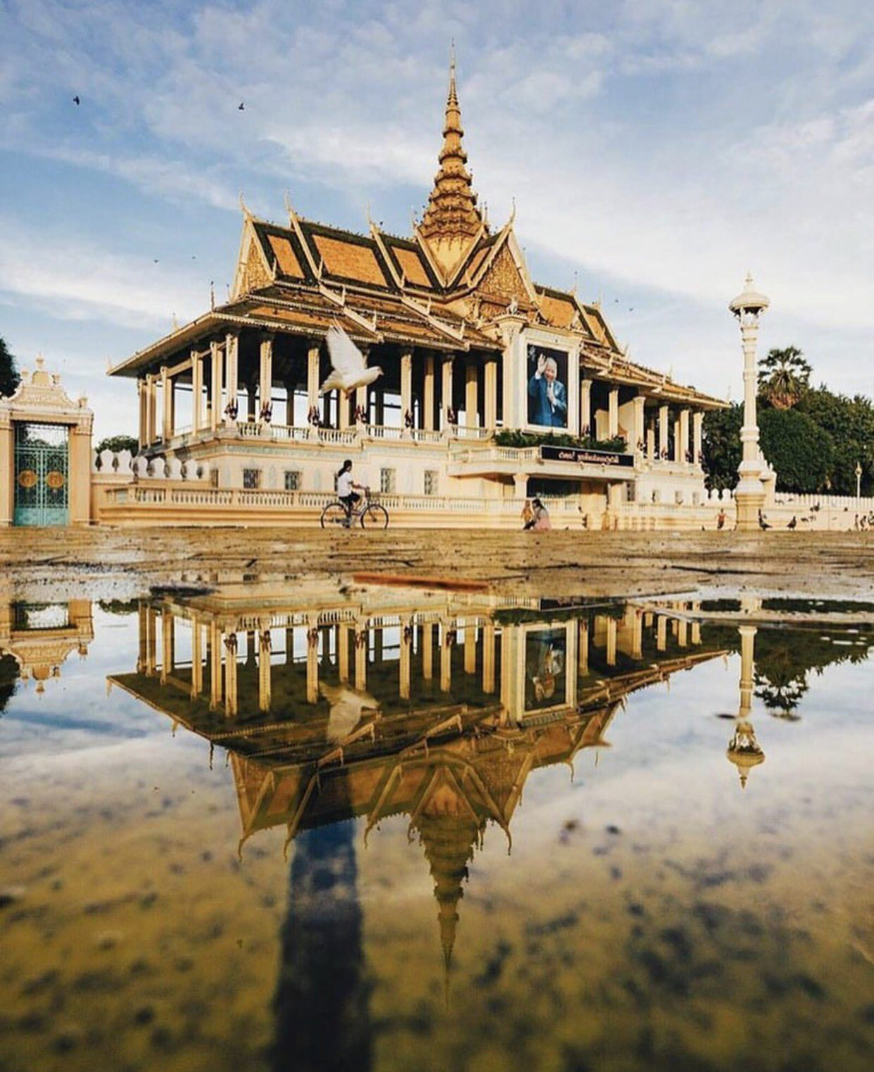 Royale Palace in Phnom Penh, Cambodia | Photo by @vutheara https://t.co/WAXLziqqwx