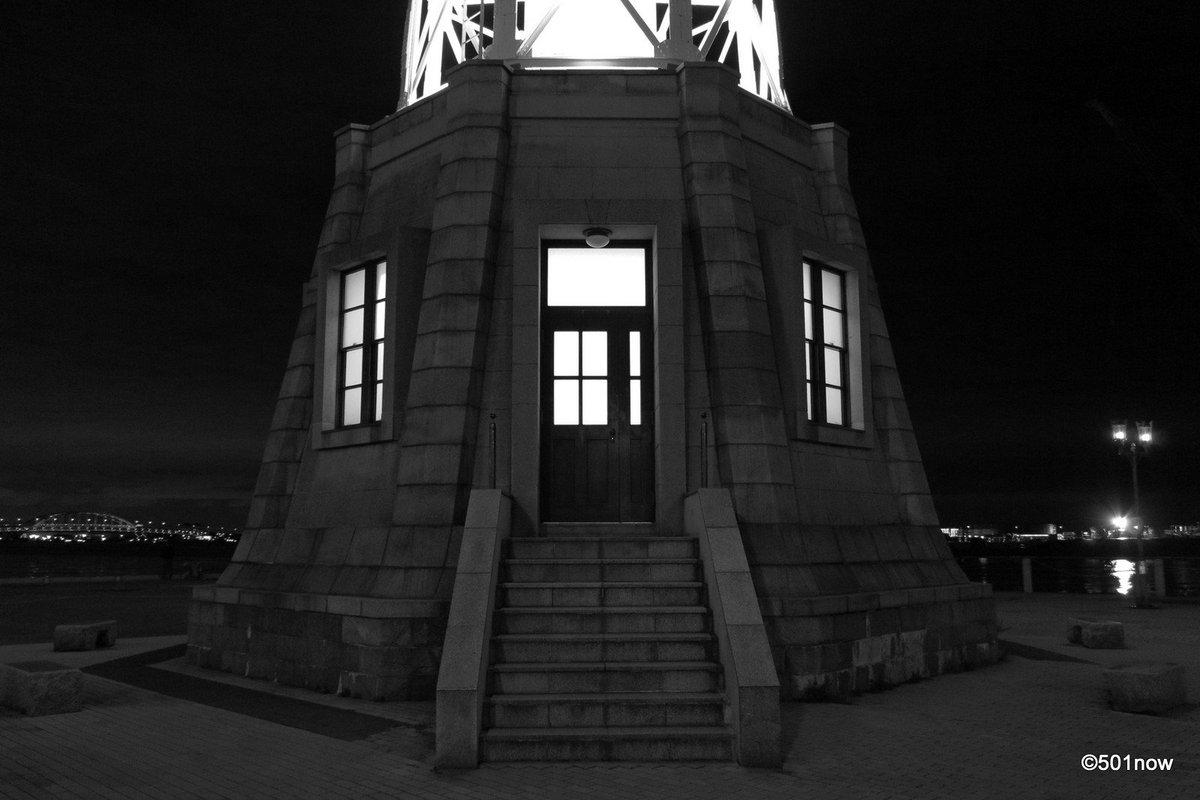 『灯台のふもとの灯り』#神戸 #ハーバーランド #写真撮ってる人と繋がりたい#写真好きな人と繋がりたい#ファインダー越し