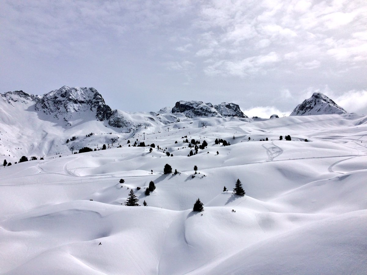 Now this is the kind of view that kick-starts a Friday! #fridayfeeling #timetoski @LaPlagne https://t.co/uxp6MuRYek