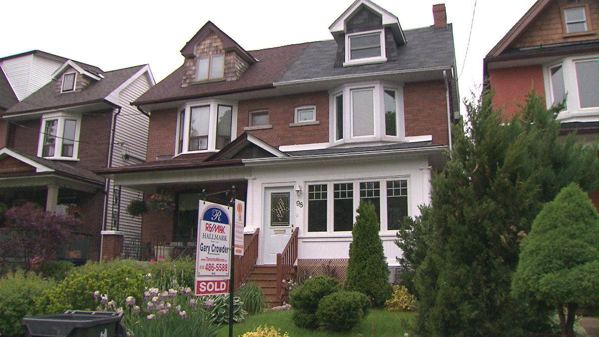 Foreign buyer tax would not address soaring prices: Toronto real estate board