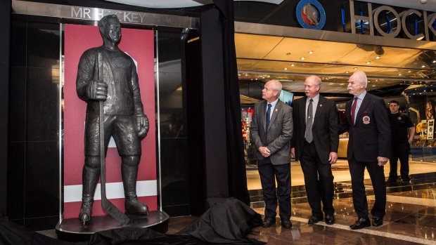 Hockey Hall of Fame unveils permanent statute of legendary Gordie Howe