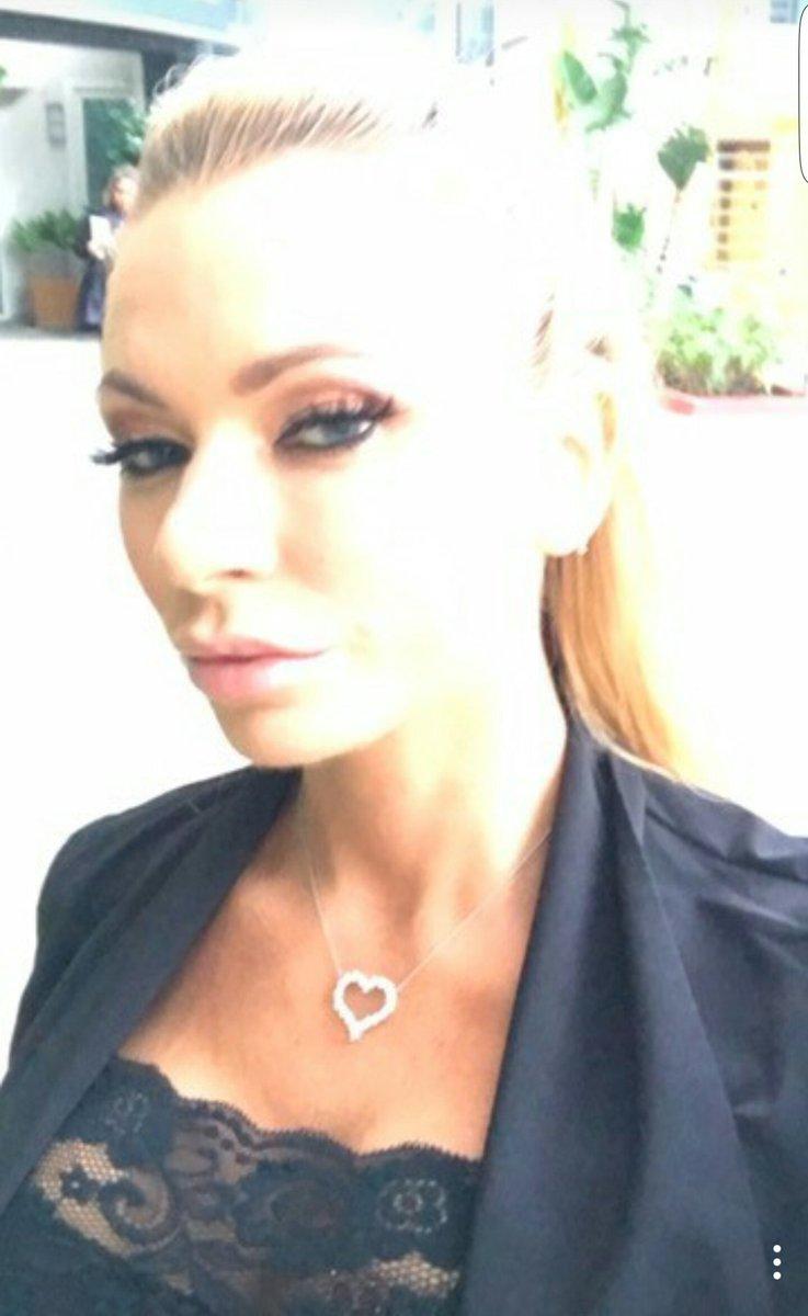 RT : #teambanksy  ##sexysaturday    And vote for she on go #teambanksy