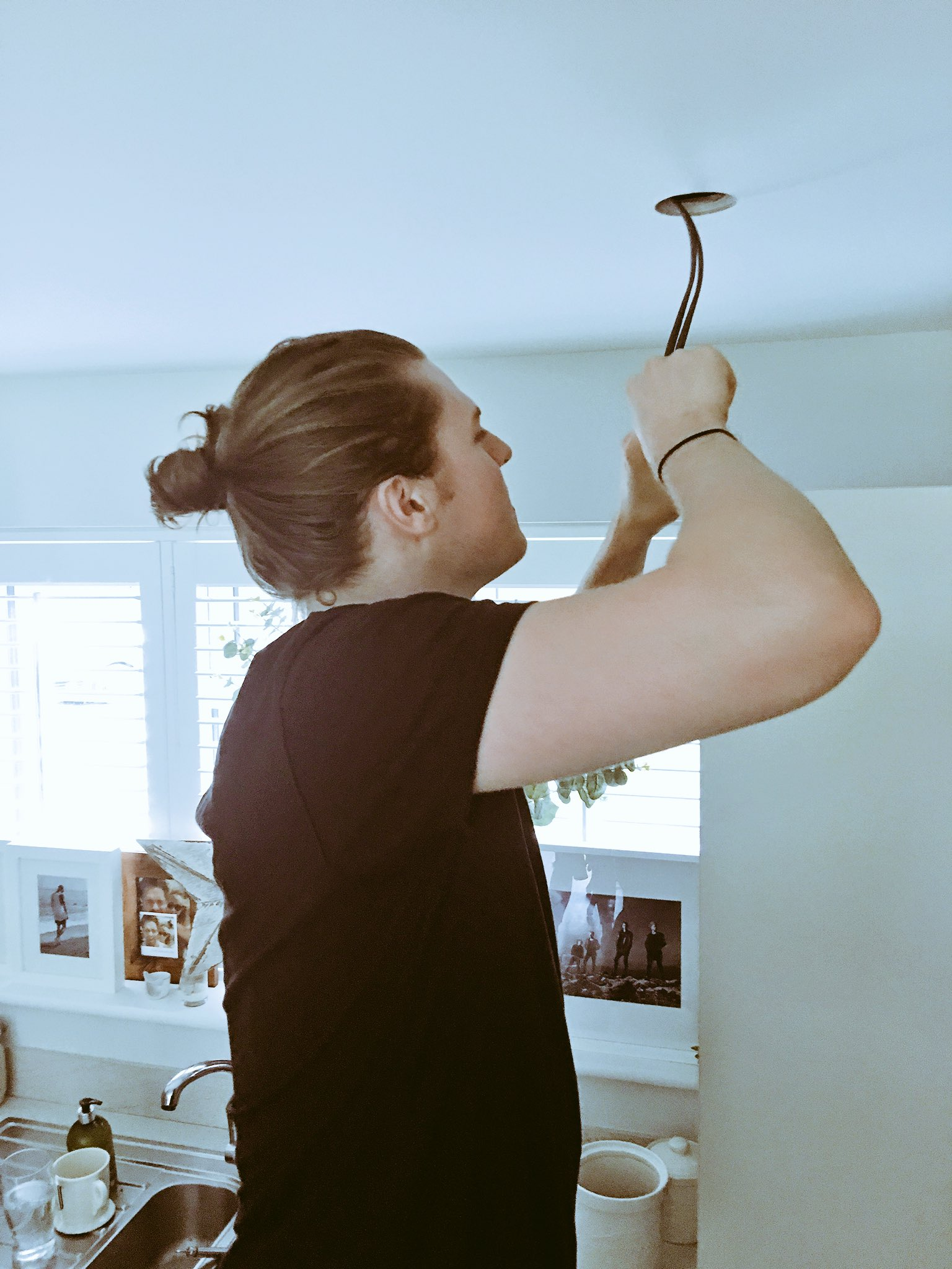 Called the spark to fix my kitchen light @LawsonJoel https://t.co/Q90d02j137