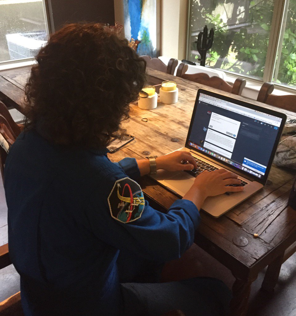 LIVE NOW! @Astro_Jessica is answering your questions in a @Tumblr Answer Time session: https://t.co/AkMahzLZao https://t.co/54LeaTpkYC