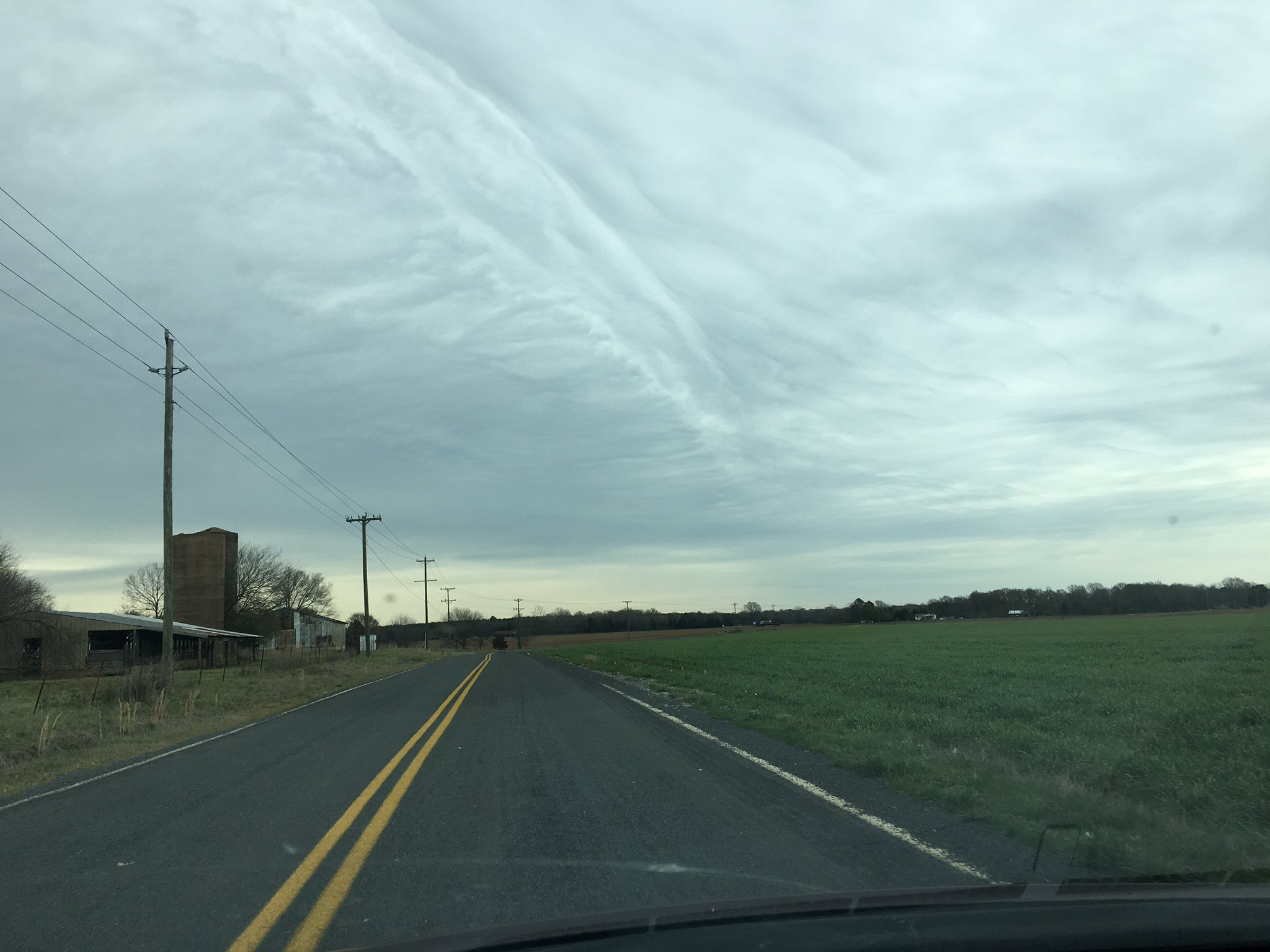 Lovely cloud formation on my drive home from the DZ this afternoon. https://t.co/2GMjsw4YaH