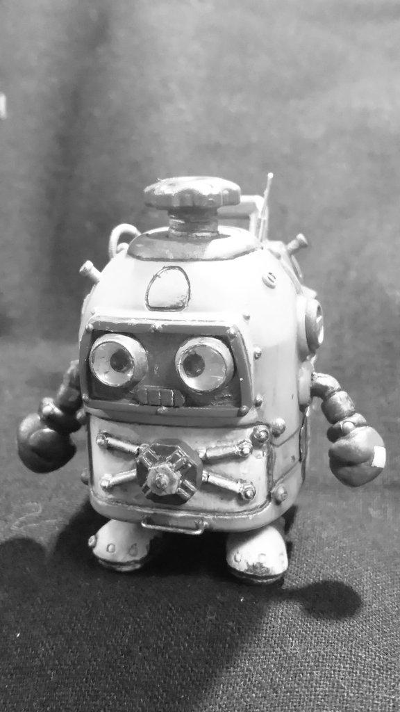 #ヘボット夜更かしモデリング。へなちょこやまちゃん~的にはこの辺で着地(;^_^Aところが、この度は初ビネット?台
