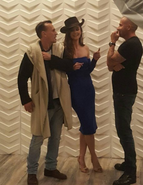 DIRECT: Sarah Wayne Callies entourée de Robert Knepper et Dominic Purcell! :) #PrisonBreak https://t.co/FE6m7Py1d6